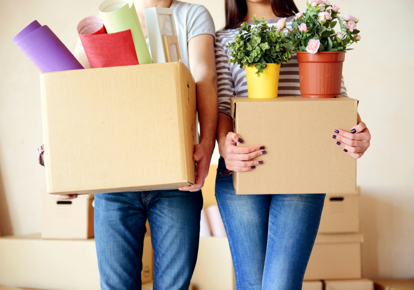 Couple moving boxes | Hernando County Renting